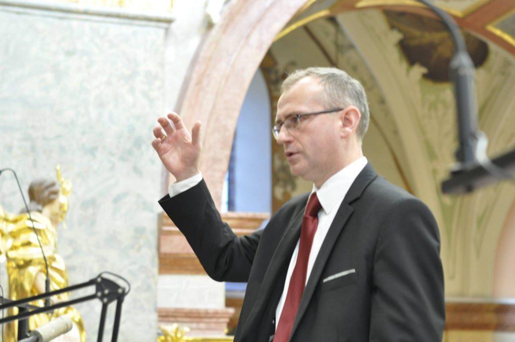 Dyrygent dr Piotr Karwowski