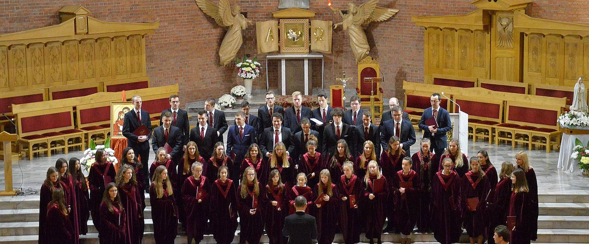 Nasi chórzyści zaśpiewali Koncert Maryjny